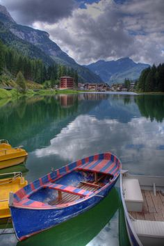 #Lake at #Alleghe, #Italy http://en.directrooms.com/hotels/country/2-31/