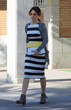 La actriz optó por un vestido de rayas para pasar el día con su chico