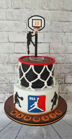 42 Trendy Basket Ball Cake For Men Sport Theme Best Picture For birthday cake funny For Your Taste You are looking for something, and it is going to tell you exactly what you are Birthday Cakes For Men, Boy 16th Birthday, Homemade Birthday Cakes, Cakes For Boys, Cake Birthday, Birthday Basket, Basketball Birthday Parties, Sports Birthday, Theme Sport