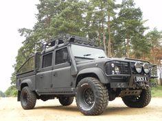 Blackline Landrover Defender 130