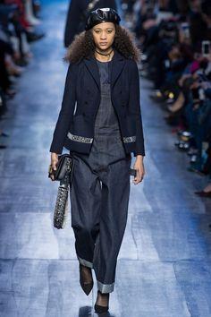 Défilé Dior prêt-à-porter femme automne-hiver 2017-2018 11