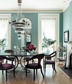 Dining room in turquoise and purple