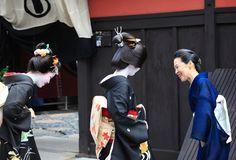 Hassaku|八朔 祇園 舞妓 Japanese Love, Japanese Geisha, Japanese Beauty, Nihon, Small Island, Love Affair, Kyoto, Cool Photos, Sunrise
