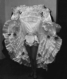 Burlesque dancer showing off her petticoat and ruffled undies! Vintage Burlesque, Vintage Circus, Vintage Lingerie, Retro Vintage, Cabaret, Moda Art Deco, Lingerie Images, Vintage Outfits, Vintage Fashion