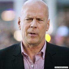 Bruce Willis pede US$ 1 milhão a mais e fica de fora de Os Mercenários 3: http://rollingstone.uol.com.br/noticia/bruce-willis-pede-us-1-milhao-mais-e-fica-de-fora-de-ios-mercenarios-3i/ …