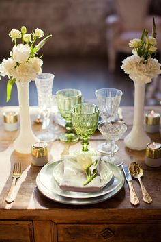 Aranjamente Florale pentru Nunti, buchete, decorațiuni. Calitate și creativitate pentru nunți și botezuri minunate! Suna-ma chiar acum! Floral Wedding, Wedding Flowers, Bucharest, Table Settings, Design, Place Settings, Bridal Flowers, Tablescapes