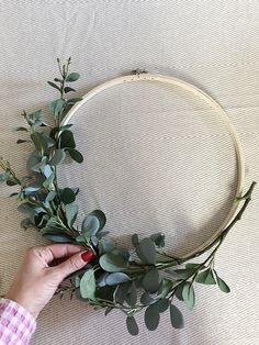 Five-Minute Floral Hoop Wreath! - Five-Minute Floral Hoop Wreath! Five-Minute Floral Hoop Wreath! Diy Wreath, Door Wreaths, Diy Garland, Diy Wedding Wreath, Wreaths Crafts, Ribbon Wreaths, Yarn Wreaths, Boxwood Wreath, Tulle Wreath