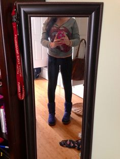 My outfit! Yoga pants with uggs and Rolling Stones sweater ugg boots mini Yoga Pants Outfit, Yoga Leggings, Workout Leggings, Legging Outfits, Fall College Outfits, Fall Outfits, School Outfits, Summer Outfits, Casual Outfits
