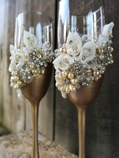 Personalized Wedding Flutes Wedding Champagne Glasses Toasting Flutes Champagne Champagne Pearl Boho Champagne Flutes, Set of 2 – The Best Ideas Wedding Wine Glasses, Wedding Champagne Flutes, Bride And Groom Glasses, Flute Champagne, Champagne Glasses, Rose Champagne, Wedding Centerpieces, Wedding Decorations, Decorated Wine Glasses