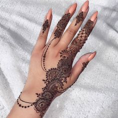 #نقش_ناعم #عرايس #نقش #نقاشة_الرياض #حنا #حناء_هندي #حناء_خليجي #حناء_اسود Simple Mehndi Designs Fingers, Pretty Henna Designs, Wedding Henna Designs, Finger Henna Designs, Mehndi Designs Book, Mehndi Designs For Girls, Modern Mehndi Designs, Mehndi Design Pictures, Henna Designs Easy