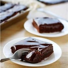 do-not-touch-my-food: Fudgy Chocolate Cake Bars Just Desserts, Delicious Desserts, Dessert Recipes, Yummy Food, Healthy Food, Flourless Chocolate Cakes, Chocolate Desserts, Chocolate Lovers, Chocolate Cupcakes