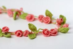 Rose Garden Necklace crochet pattern. Cute crochet flower jewelry. Definitely going to make one of these this year!