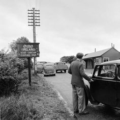 The customs stop between the Irish Republic and Northern Ireland on the road from Belfast to Dublin in 1950 Irish People, Reunification, The Republic, Northern Ireland, History, Couple Photos, Belfast Dublin, Image, Historia