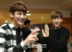 © 일간스포츠 Chanwoo Ikon, Kim Hanbin, Bobby, Ikon Songs, Korean Celebrities, Celebs, Bias Wrecker, Twins, How To Remove