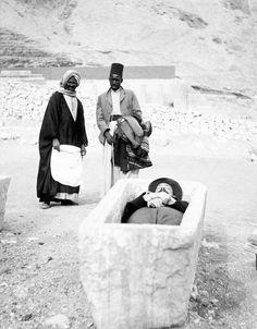 Funny tourist at Deir el-Bahari (1905)