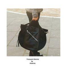 A chi piacciono le stelle? A noi tanto!  #bag #bags #borse #zaini #themicam #мешок #сделановиталии #backpack #black #sunday #shopping #shoppingonline #Napoli #fashion #fashionblogger #fashionweek #leather #leatherbag #madeinitaly #madeinitaly🇮🇹 #fattoamano #handmade #instagood #instalike #instacool #instafashion