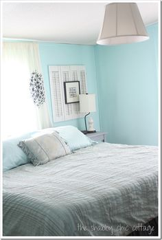Mobile home makeover ideas- tips for mobile home owners I've slowly turned my mobile into a real house over time. I used these mobile home ideas to transform my mobile home into a real home Mobile Home Redo, Mobile Home Makeovers, Mobile Home Living, Mobile Home Decorating, Home And Living, Mobile House, Mobile Mobile, Small Living, Living Rooms