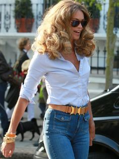 Big hair and high waisted blue jeans!! LOVE it!