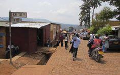 Le quartier de Nyamirambo, moins touristique, permet de prendre le pouls de la vie quotidienne. Ici, l'activité autour du marché est importante.