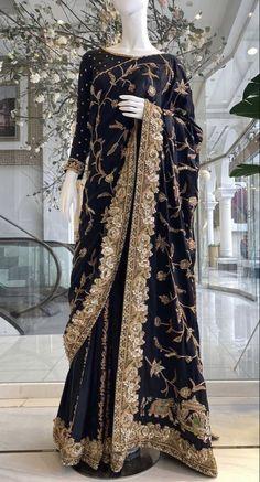 Pakistani Fashion Party Wear, Pakistani Wedding Outfits, Pakistani Dresses Casual, Pakistani Dress Design, Bollywood Fashion, Stylish Sarees, Stylish Dresses, Casual Dresses, Fashion Dresses