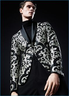 Channeling style, Zara Man proposes a jacquard tuxedo jacket for the season. Sharp Dressed Man, Well Dressed, Look Fashion, Mens Fashion, Zara Man, Men Formal, Black Suits, Blazers For Men, Jeans Dress
