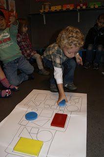 WELKOM IN DE KIKKERKLAS !: Thema: jarig zijn Teaching Kids, Kids Learning, Sorting Games, Shape Games, Fine Motor Activities For Kids, Preschool Rooms, Math School, Child Development, Homeschool