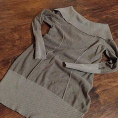 GUESS sweater dress/tunic size large Great with leggings and a great pair of boots- oatmeal colored long sleeved sweater dress - fitted and short so goes best with leggings Guess Sweaters Cowl & Turtlenecks