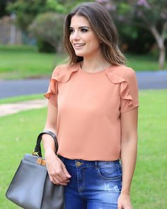 60 glamorous summer outfits to copy right now 88 ~ Litledress Casual Chic, Best Blouse Designs, Stylish Blouse Design, Moda Chic, Blouse Models, Womens Fashion For Work, Blouse Styles, Blouses For Women, Summer Outfits