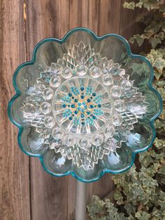 Ideas For Flowers Vintage Garden Yard Art Glass Garden Flowers, Glass Plate Flowers, Glass Garden Art, Flower Plates, Glass Art, Art Flowers, Clear Glass, Flower Art, Diy Garden Projects