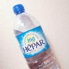 「私は1日1L飲むので1ケースで12日分。主に運動前と後に飲むようにしています♡普通なら持ち歩くペットボトルのサイズって500mlですよね。でもに行くと500じゃとても足りないんです…↓↓エパーは1Lなのでちょうどいいサイズなのが嬉しい~運動時の水分補給にはミネラル分の多いお水がいちばんいいのでdiet目的じゃなくても運動時の補給にエパーはおススメです!」 by.hinaさま #hepar #エパー #hépar #超硬水 #硬水 #ミネラルウォーター #ジム #ダイエット
