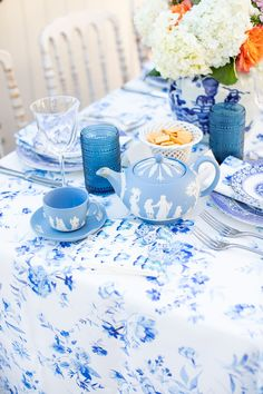 the pink clutch ...: Monday Blues ... Blue Table Settings, Pink Clutch, Wine Collection, Colorful Roses, Wedgwood, Floral Motif, Table Linens, Trinket Boxes, Flower Vases