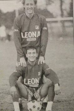 Ricardo Lunari y John Mario Ramirez. #MIllonarios Subcampeón 96 Football Players, Mario, Baseball Cards, Retro, White People, Blue, Champs, Sports, Style