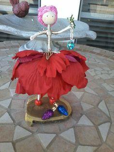 Clothespin Dolls, Dollhouse Dolls, Fairy Dolls, Diy Flowers, Christmas Ornaments, Dollhouses, Holiday Decor, Bjd Dolls, Christmas Jewelry