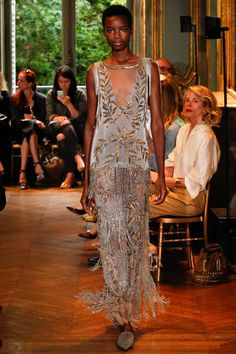 Catwalk photos and all the looks from Alberta Ferretti Limited Edition…