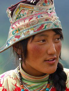 tibetan people / visage / personnage / photoportrait / sourire / chapeau / olokosmon