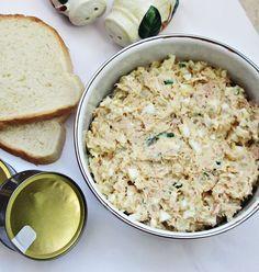 Reteta culinara Salata cu ton, oua si cartofi din categoria Salate. Cum sa faci Salata cu ton, oua si cartofi