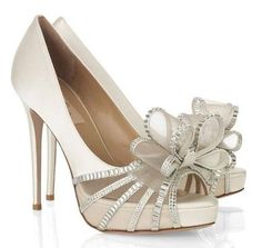 #Beautifulshoes - the bows look like the top of a present!