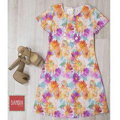 Somos amantes de las flores!! Y tu?? Vestido, sandalias y accesorios disponibles en #SandiaStore