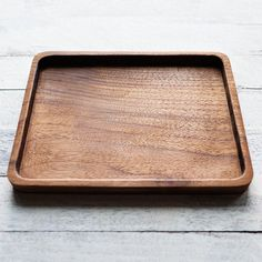 Walnut Valet Tray by YYZDesign on Etsy Wooden Serving Platters, Wooden Trays, Wooden Diy, Beginner Woodworking Projects, Woodworking Crafts, Wood Bath, Cnc Wood, Serving Board, Wood Working For Beginners