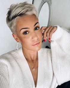 Short White Hair, Funky Short Hair, Super Short Hair, Short Hair Cuts For Women, Short Hair Styles, Short Hair Undercut, Short Pixie Haircuts, Undercut Hairstyles, Pixie Hairstyles