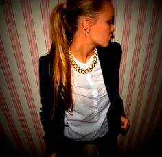 Party time! #StreetStyle #JohanssonSisters #IN2ITIONSTYLE #Chains