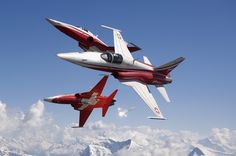 The Patrouille Suisse Northrop Tiger IIs. Luftwaffe, Iran Air, Jet Air, Swiss Air, Old Planes, Tiger Ii, Aircraft Photos, Military Jets, Jet Plane