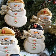 Chunky snowman, Teri Pringle Wood Snowman Cookies, Cupcake Cookies, Sugar Cookies, Christmas Cookies, Cupcakes, Sweet Cookies, Christmas Gingerbread, Noel Christmas, Christmas Treats