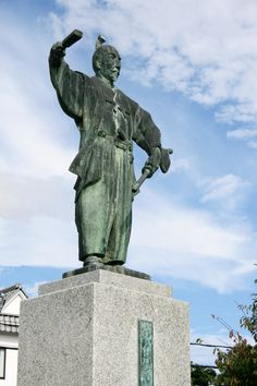 Statue of Oda Nobunaga which stands in front of Japan Railways Azuchi station #Samurai