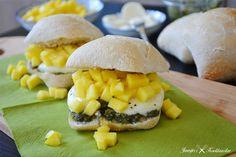Ciabatta met groene pesto, mozzarella en mango