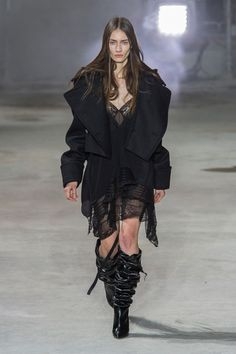 The Top Fall 2017 Trends From Fashion Week Runways - News & Events Fashion Show, Fashion Trends, Fashion Details, What To Wear, Celebrity Style, Autumn Fashion, Street Wear, Street Style, Style Inspiration