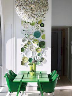 Кухня/столовая в цветах: Белый, Светло-серый, Серый, Черный, Темно-зеленый. Кухня/столовая в стиле: Скандинавский.