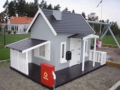 Play house with a carport for bikes, dump trucks, etc. Backyard Playhouse, Build A Playhouse, Cubby Houses, Play Houses, Backyard For Kids, Tiny House Plans, Outdoor Projects, Outdoor Fun, Kids House