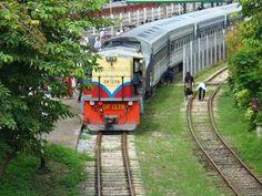 myanmar photos train | Passenger train in Yangon, Myanmar