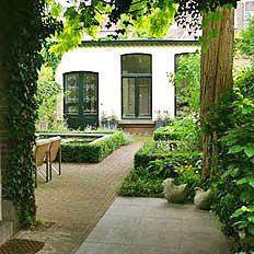 Urban garden in Maastricht - Gerealiseerd ontwerp van stadstuin in Maastricht